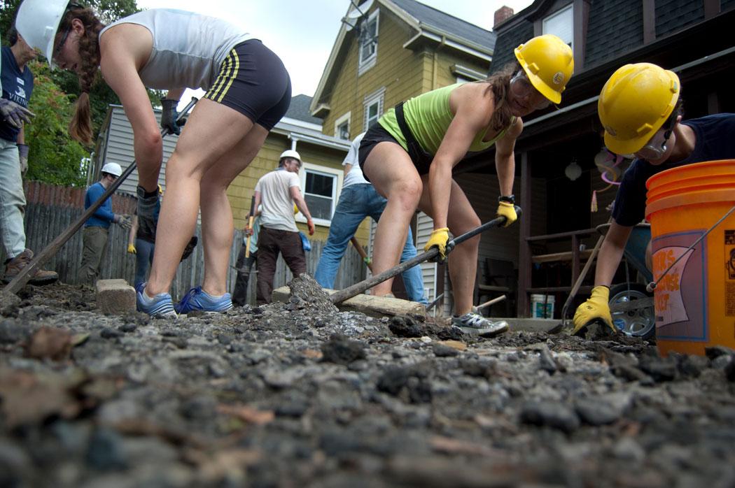 Levering up asphalt at Somerville Climate Action's Depave The Way Event, Sept. 9, 2017. (Greg Cook)