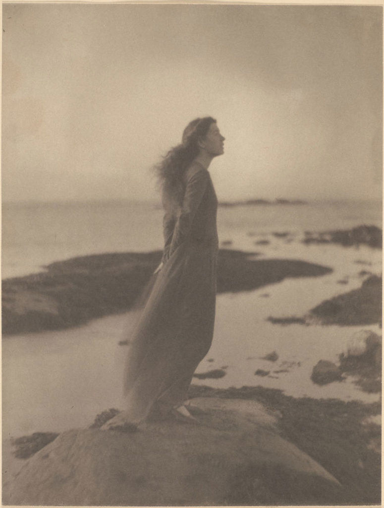 """Clarence H. White """"The Sea [Rose Pastor Stokes, Caritas Islands, Connecticut],"""" 1909, platinum print. (The Clarence H. White Archive, Princeton University )"""