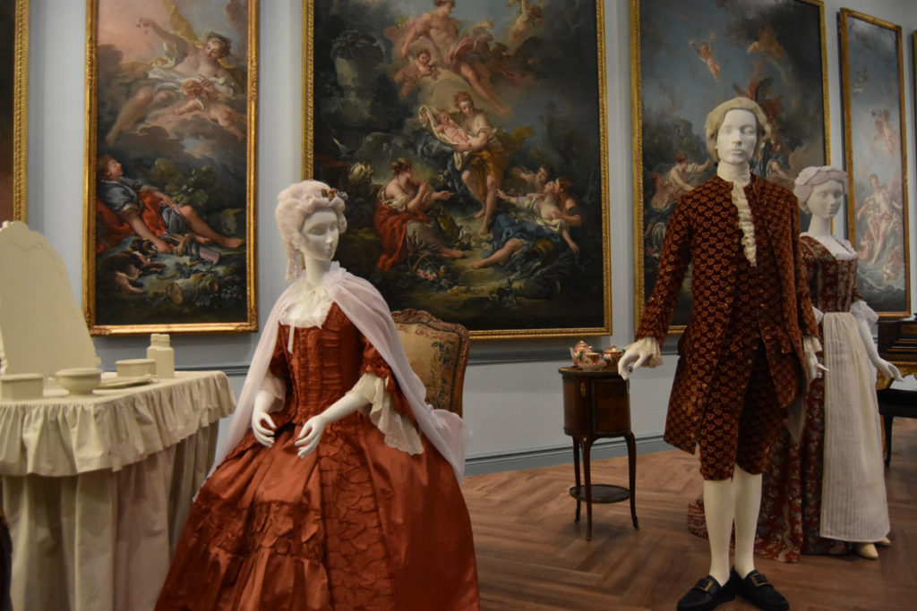 Tableau of man exchanging a note with a maid at a Paris mansion, c. 1760s. (Greg Cook)