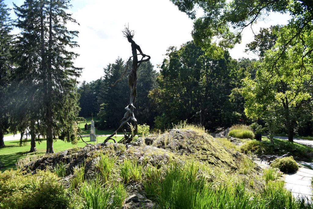 "DeCordova Sculpture Park and Museum, Sept. 15, 2018: Richard Rosenblum's 1990 sculpture ""Venusvine."" (Greg Cook)"