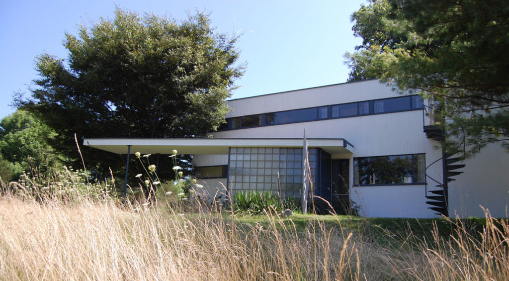Gropius House front exterior, Lincoln, Massachusetts, 2009. (Greg Cook)