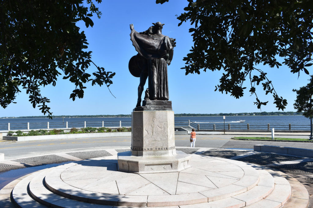"Monument ""To the Confederate Defenders of Charleston 