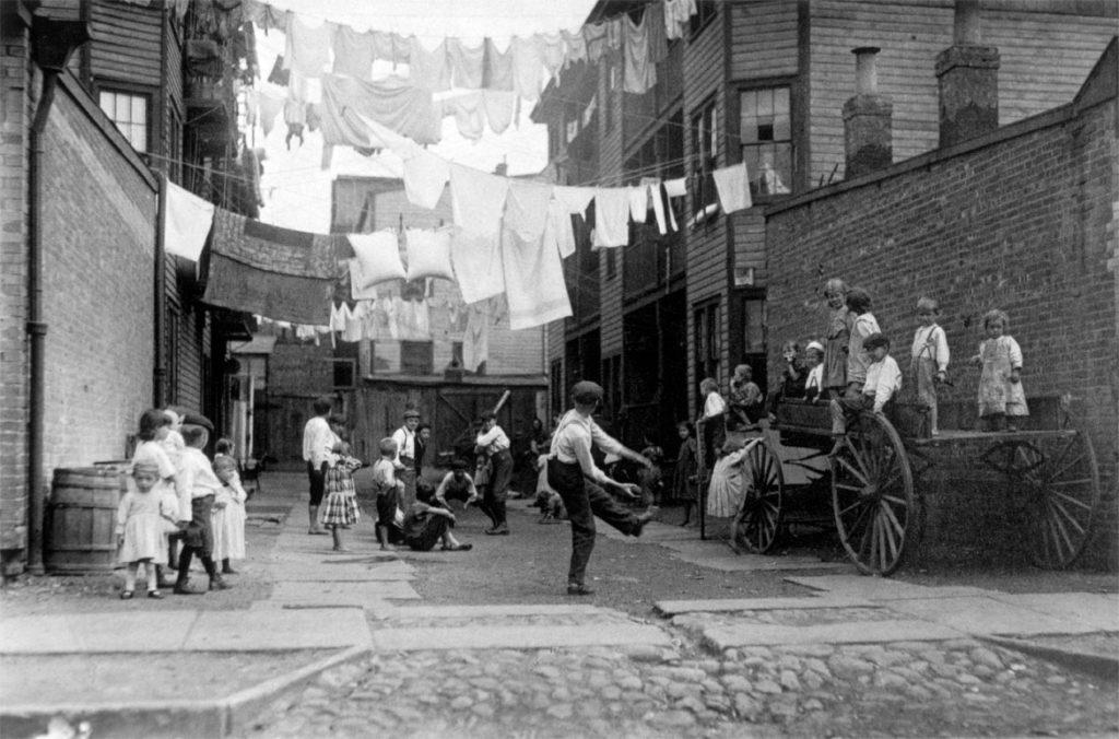 """Lewis Wickes Hine, """"Playground in a Tenement Alley,"""" 1909. (Courtesy Isabella Stewart Gardner Museum)"""