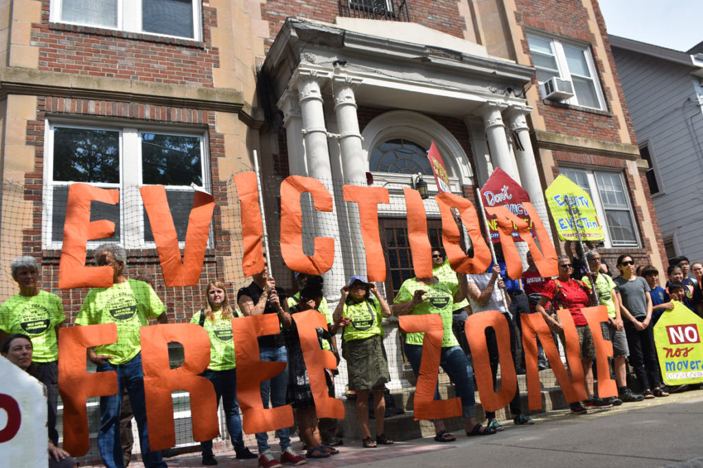 City Life/Vida Urbana rally to support renters fighting hikes of nearly 50 percent at 33 Park St., Malden, Aug. 3, 2019. (Greg Cook)
