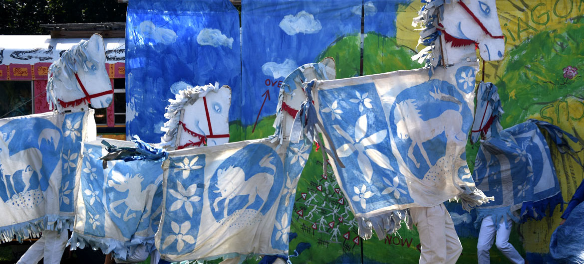 """Bread and Puppet Theater's """"Diagonal Life Circus"""" at Cambridge Common, Aug. 31, 2019. (Greg Cook)"""