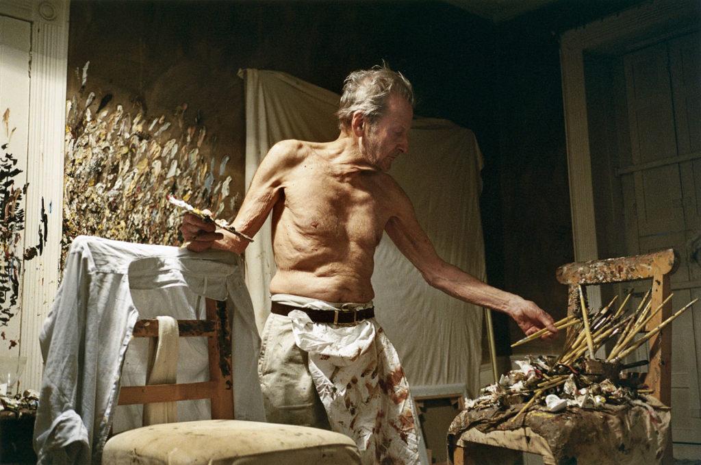 "David Dawson, Lucian Freud ""Working at Night,"" 2005, photograph. (Courtesy, Museum of Fine Arts, Boston)"