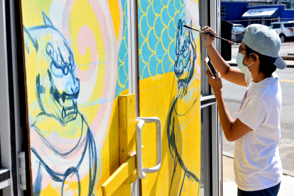 Vivian Ho painting mural at Wah Lum Kung Fu & Thai Chi Academy in Malden, Aug. 1, 2020. (Photo ©Greg Cook)