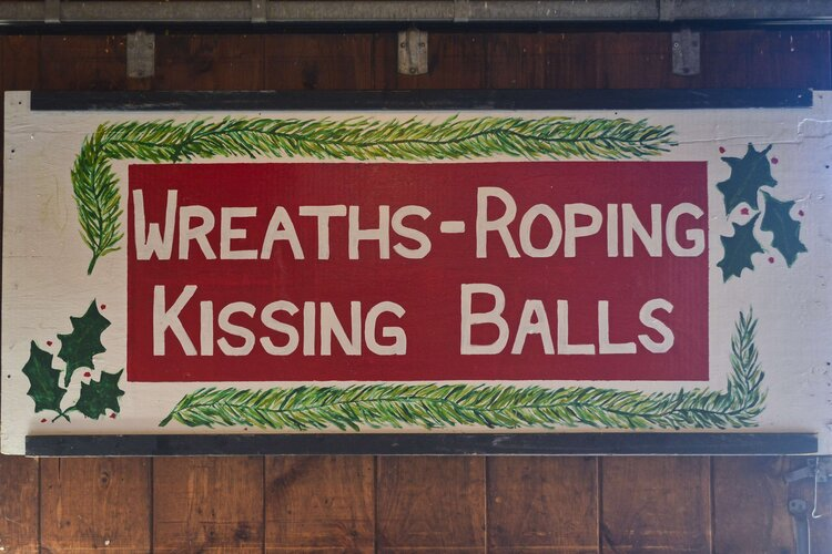 Sign pained by Andy Mack Sr. for Moose Hill Orchards in Londonderry, New Hampshire—home of Mack's Apples. (Courtesy Londonderry Arts Council)