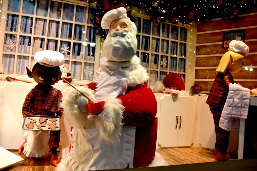 Christmas windows at Macy's, Boston, 2019. (©Greg Cook photo)