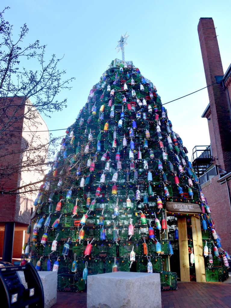 Lobster trap Christmas tree at 197 Main St., Gloucester. 2018. (©Greg Cook photo)