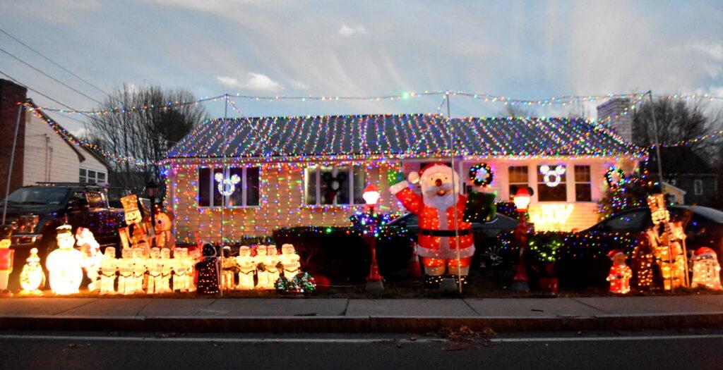 Christmas lights at 223 Washington St., Melrose. 2020. (©Greg Cook photo)