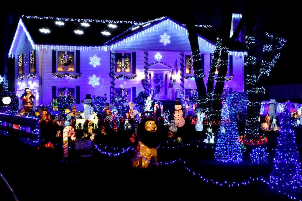 Christmas lights at 403 Lynn Fells Parkway, Saugus. 2020. (©Greg Cook photo)