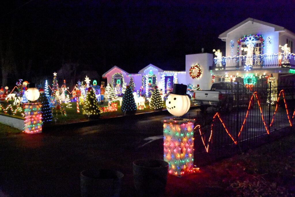 Christmas lights at 7 Lynn Fells Parkway, Saugus. 2020. (©Greg Cook photo)