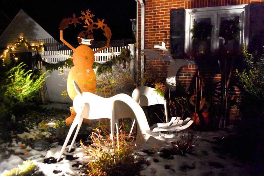 Christmas lights at 1167 Franklin St., Stoneham. 2020. (©Greg Cook photo)