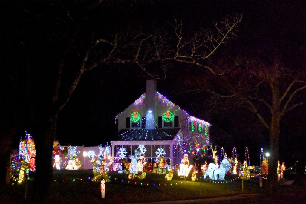 Christmas lights at Oakdale Avenue, Saugus. 2020. (©Greg Cook photo)