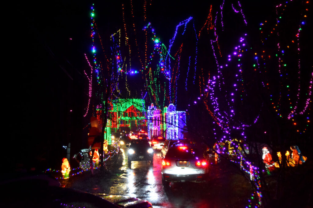 Christmas lights at 12R Concord St., Wilmington. 2020. (©Greg Cook photo)