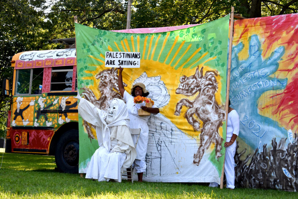 """Palestinians respond to Israeli bombing in Bread and Puppet Theater's """"Circus"""" at Cambridge Common, Sept. 4, 2021. (©Greg Cook photo)"""