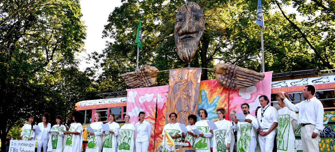 A tribute to Elka Schumann during Bread and Puppet Theater's performance at Cambridge Common, Sept. 4, 2021. (©Greg Cook photo)