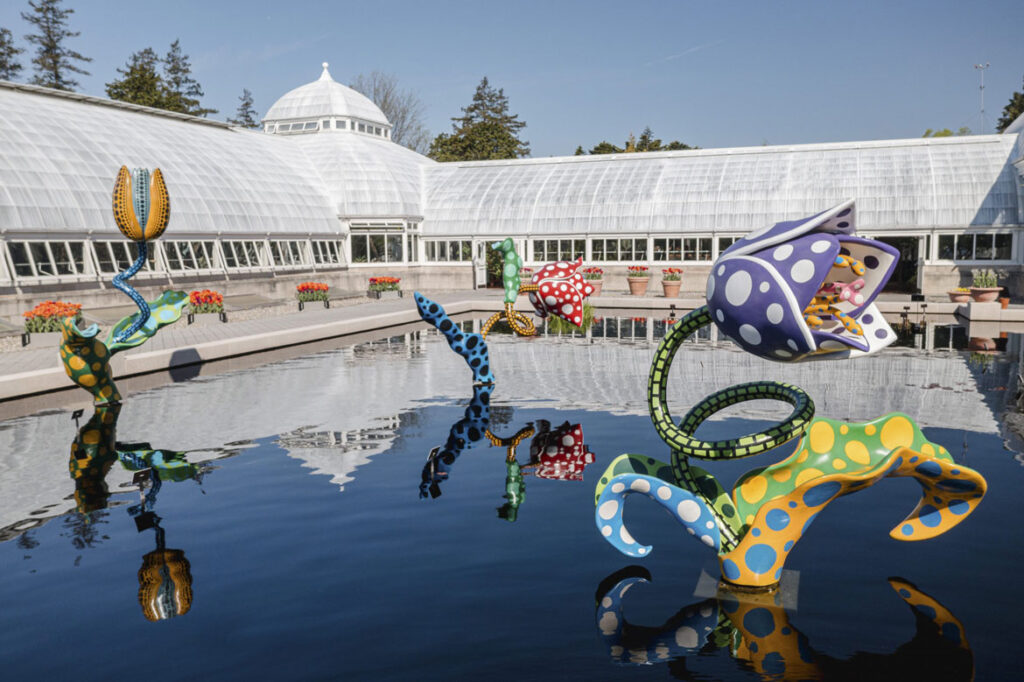 """Yayoi Kusama, """"Hymn of Life—Tulips,"""" 2007, at The New York Botanical Garden, 2021. Mixed media. (Collection of the City of Beverly Hills)"""