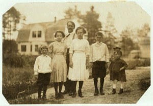 picHineEvaTanguayFamily1911w